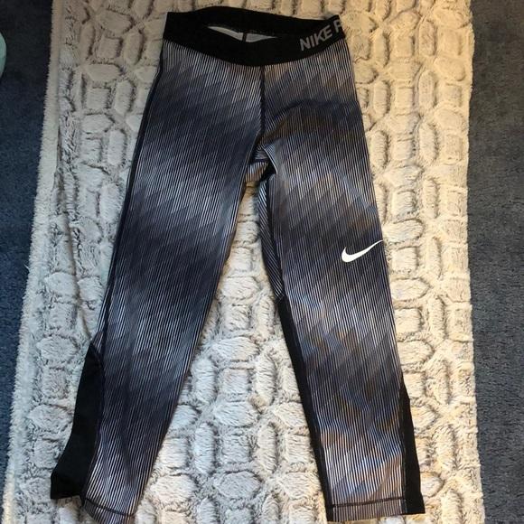 Nike Pants - Athletic capris